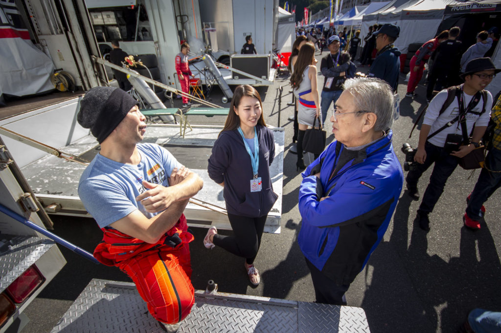 新菱レーシングの富桝さんとTOWAINTEC大澤さん。